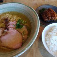 長浜市のラーメン屋、梅花亭へ。あっさり和風鶏塩ラーメンとトロトロ豚の角煮を頂きました