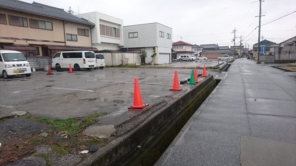 福のや駐車場