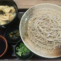 彦根の近江そば 金亀庵 松原店へ。お蕎麦屋でありながらも揚げたて天ぷらの乗った天丼も楽しめる